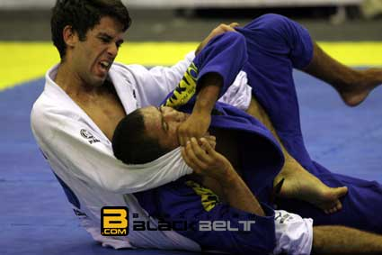 Felipe Costa submits in semi-finals of worlds.
